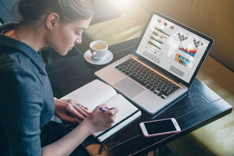 16 Migliori metodi per Guadagnare da casa nel 2021 [Online]